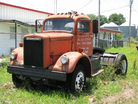 http://forums.justoldtrucks.com/Uploads/Images/1a7fe921-3a83-483e-b773-0374.jpg