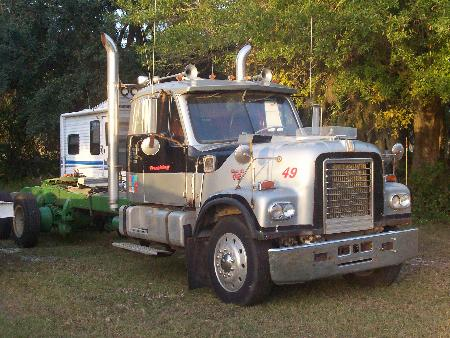 http://forums.justoldtrucks.com/Uploads/Images/71755e90-e67f-47b3-ab82-aed8.jpg