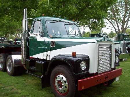 http://forums.justoldtrucks.com/Uploads/Images/e341f222-7a47-4d5f-a180-1e68.jpg