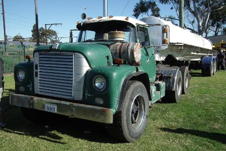 http://forums.justoldtrucks.com/Uploads/Images/f67bc277-ea28-4ee0-943d-83c2.jpg