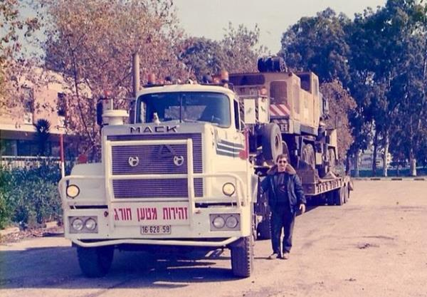 http://forums.justoldtrucks.com/uploads/images/a7ed66eb-9971-4974-907d-1356.jpg