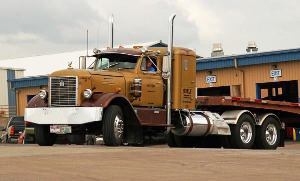 http://forums.justoldtrucks.com/uploads/images/f1ea3135-86d1-4600-87e0-59ad.jpg